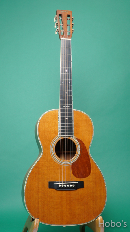 "MARTIN OO-42 Custom ""Brazilian Rosewood""     FRONT"