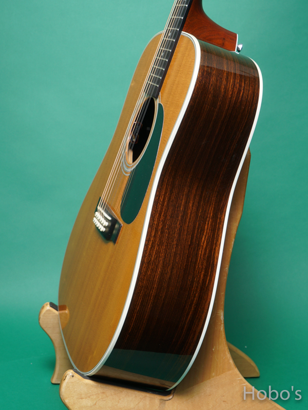 "MARTIN D12-28 ""12 Strings Guitar""  8"